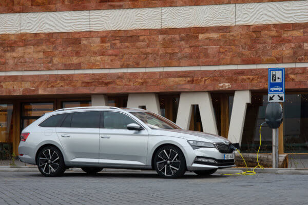 HOT! Škoda Superb Combi Leasing für 98 (285) Euro im Monat netto [Bestellfahrzeug, BAFA]